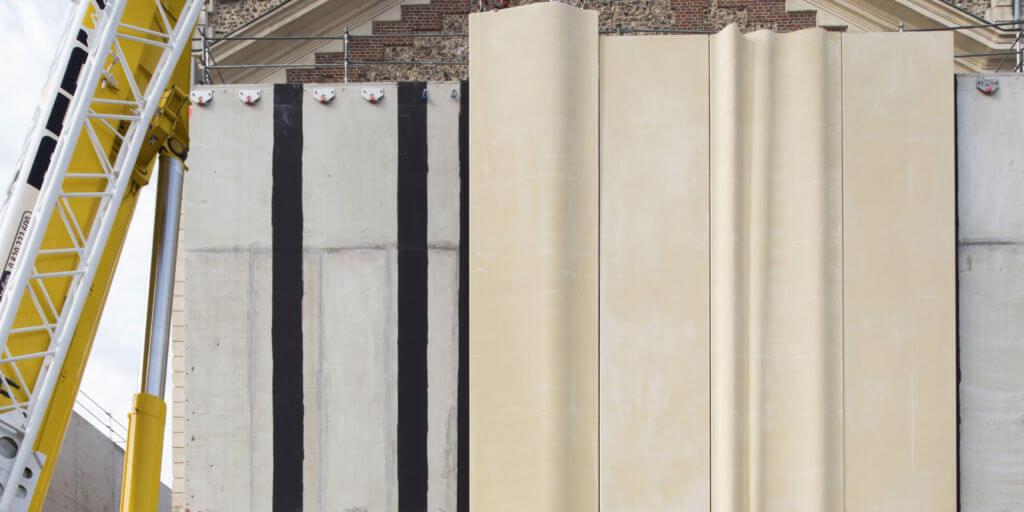 Théâtre d'Evreux – Pose de panneaux préfabriqués en béton vagué